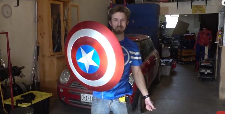 civil war un fan invente le bouclier de captain america et il fonctionne. Black Bedroom Furniture Sets. Home Design Ideas