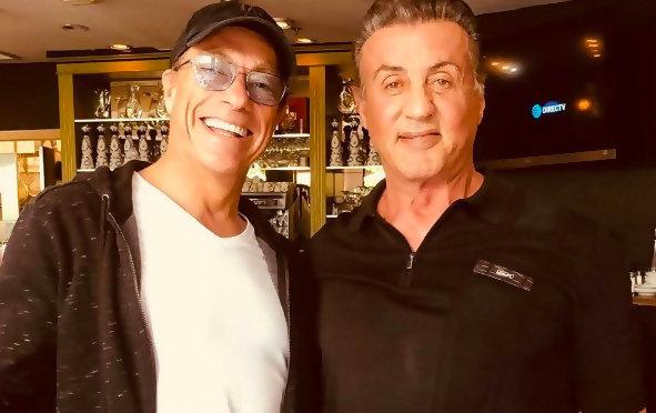 Jean Claude Van Damme Avec Son Chihuahua: Jean-Claude Van Damme Arrêté Devant La Maison De Sylvester