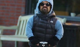 Game Of Thrones : Peter Dinklage dans Mad Max, E.T, Avengers avec sa trottinette
