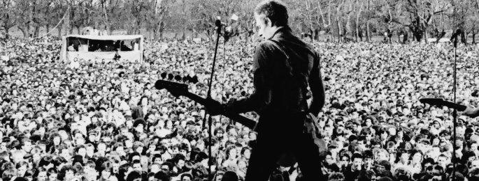 """White Riot : extrait """"David Bowie et Eric Clapton fascistes ?"""" - Le film rock de cet été"""