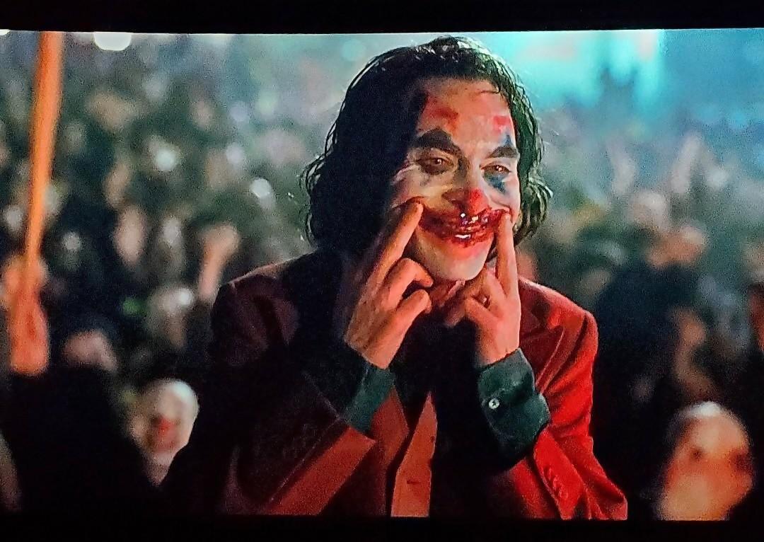 Une scène censurée du film car jugée trop extrême et violente — JOKER