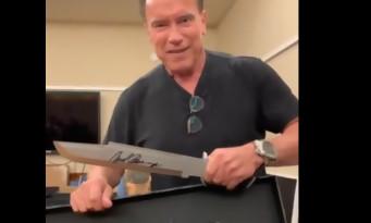 Rambo 5 : Arnold Schwarzenegger se moque du couteau de Stallone dans une vidéo